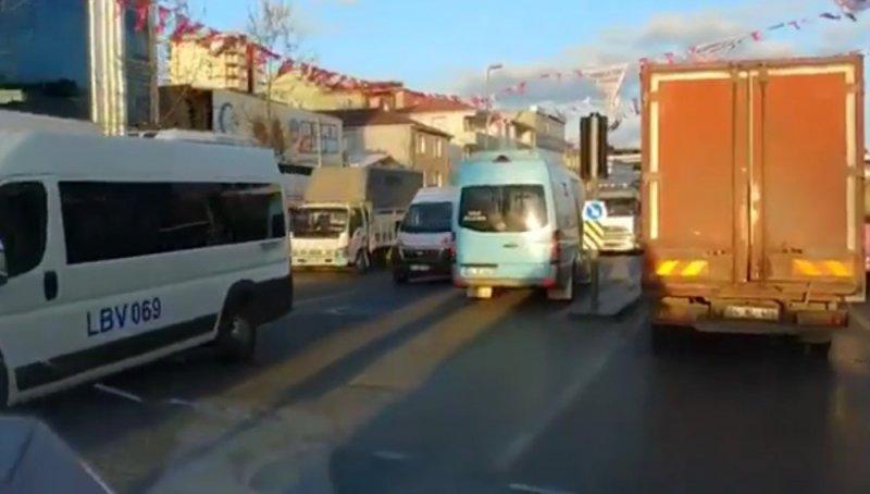 Sancaktepe'de minibüsçü terörü kamerada