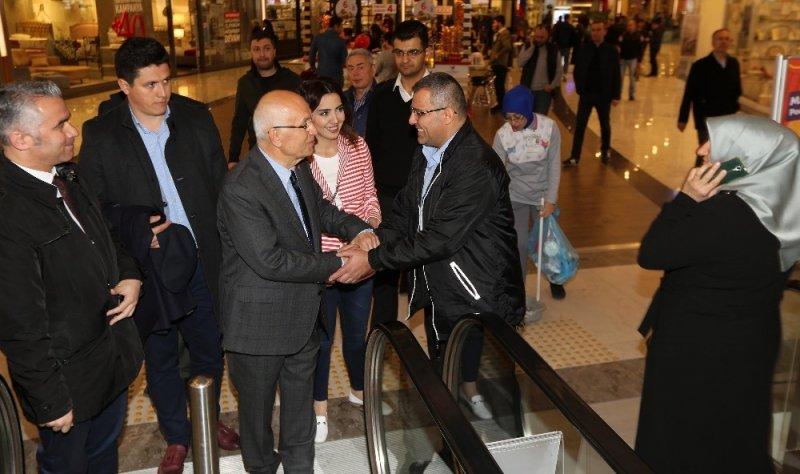 Fethi Yaşar, AVM'leri gezdi