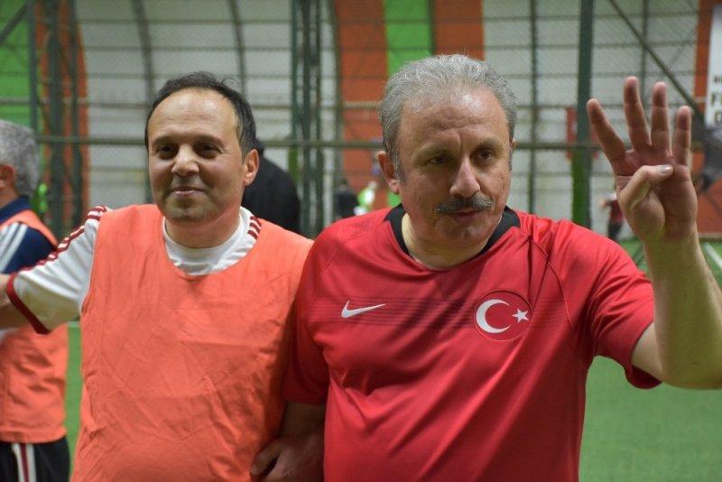 TBMM Başkanı Prof. Dr. Mustafa Şentop halı saha maçı yaptı