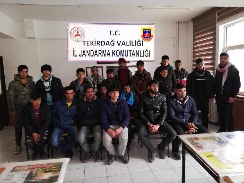 57 kaçak göçmen yakalandı, 2 organizatör tutuklandı