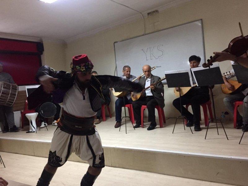Burhaniye'de bağlama konseri