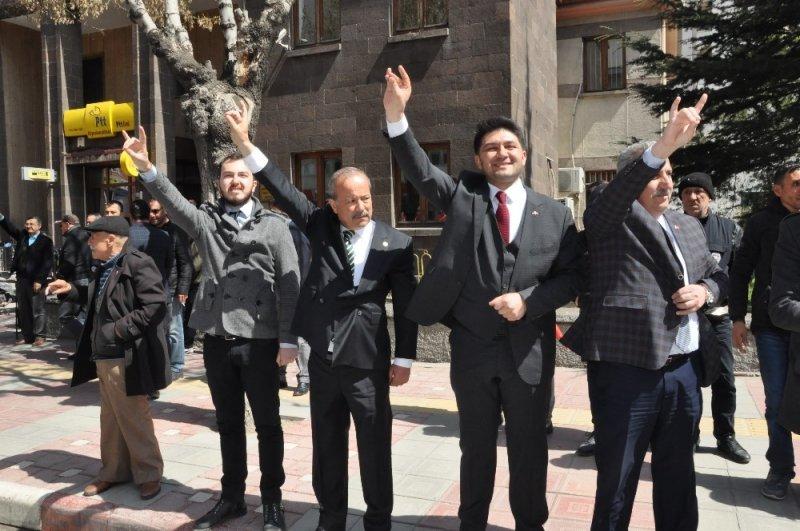 Afyonkarahisar'da MHP'den zafer yürüyüşü