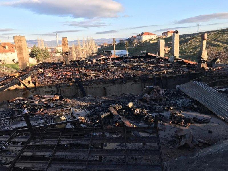 Akyurt ilçesinin Şeyhler Mahallesi'nde yangın