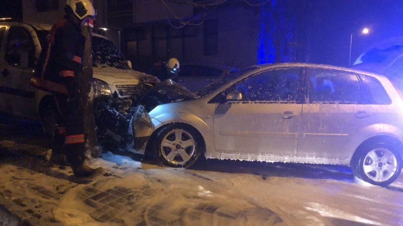 Başkent'te zincirleme trafik kazası: 1 araç yandı 1 kişi de yaralandı