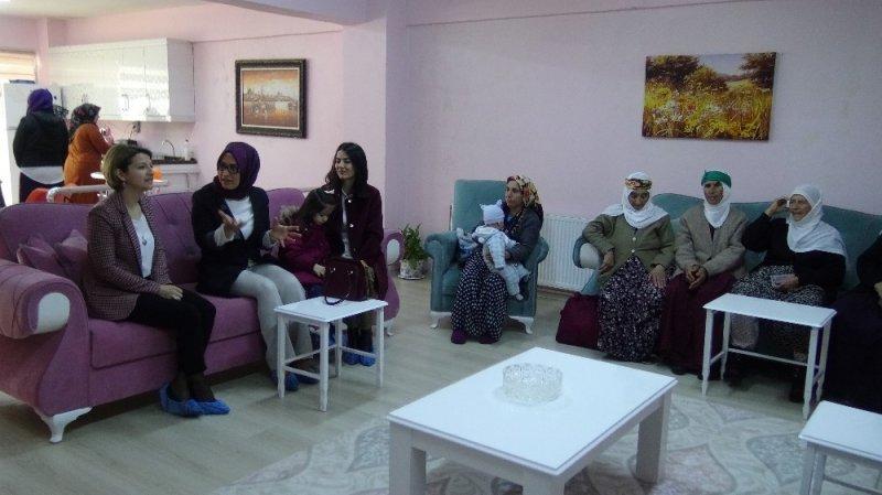 Vali Hulusi Şahin'in eşi Ebru Şahin'den Gercüş ziyareti