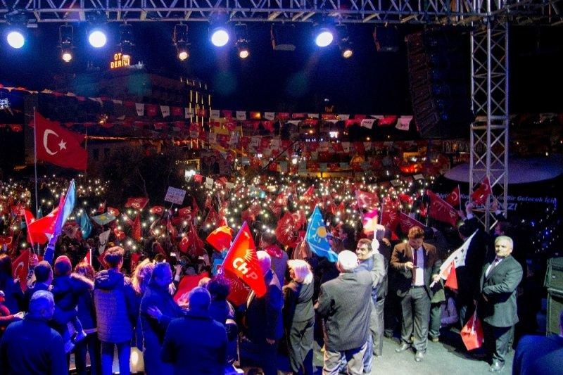 CHP adayı Ömer Günel, son mitingde başkanlığını ilan etti