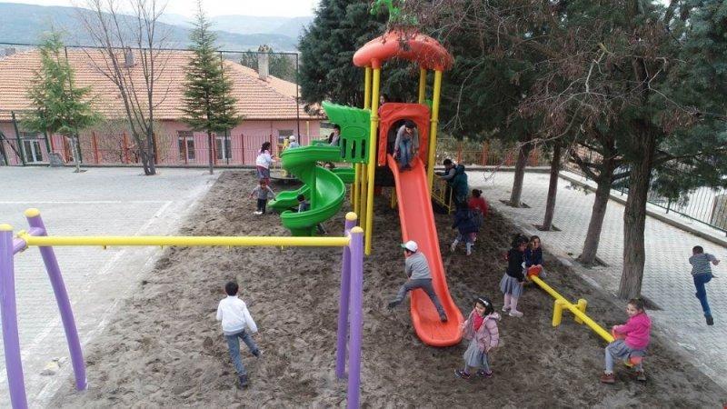 30 köy okuluna çocuk parkı
