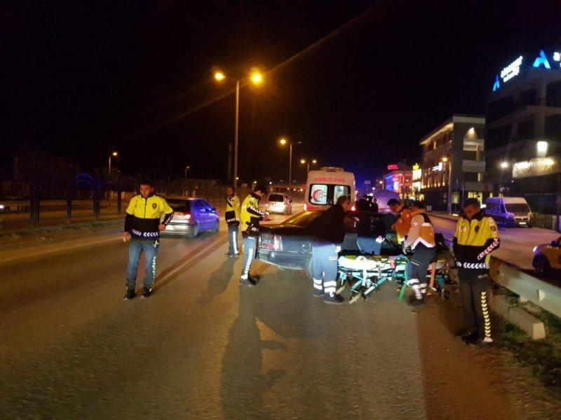 Sürücü hakimiyeti kaybetti; 3 yaralı