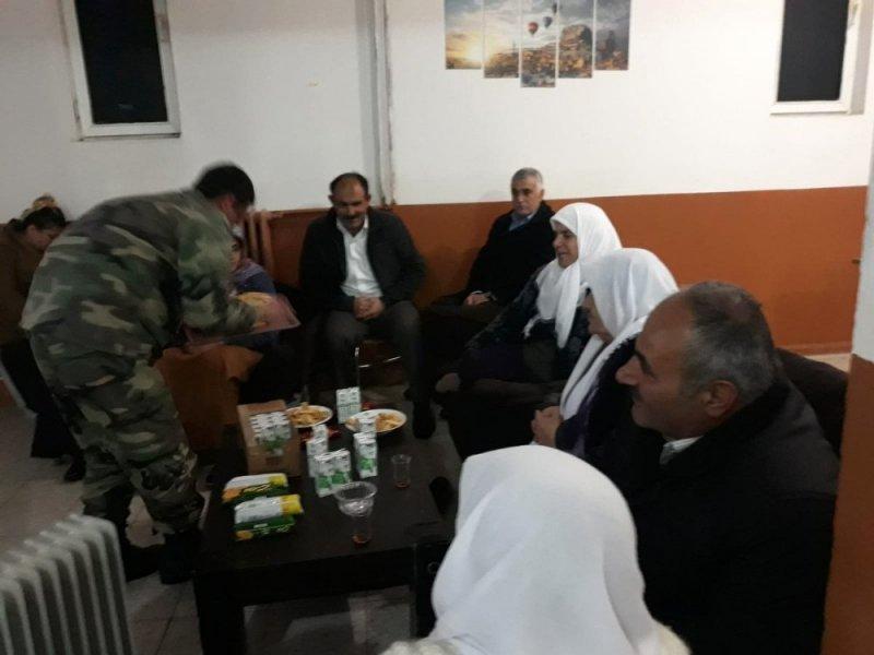 Askerler, çığ nedeniyle mahsur kalan vatandaşları misafir etti