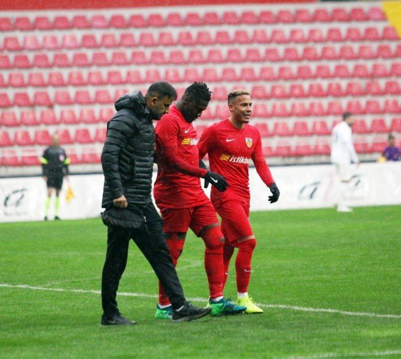 Kayserispor'da Asamoah sakatlandı