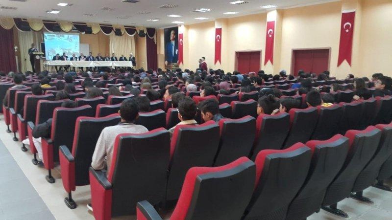 Jandarma ile muharip ve malul gaziler öğrencilere 'gazilik' konferansı düzenledi