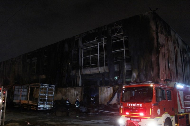 Gebze'deki fabrika yangını 4 saatte söndürüldü
