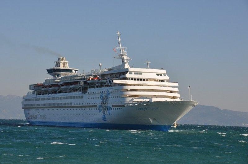 Turist gemisi fırtana nedeniyle limana güçlükle yanaştı