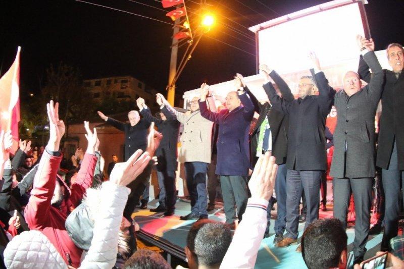 Cumhur ittifakı adaylarına meşaleli karşılama