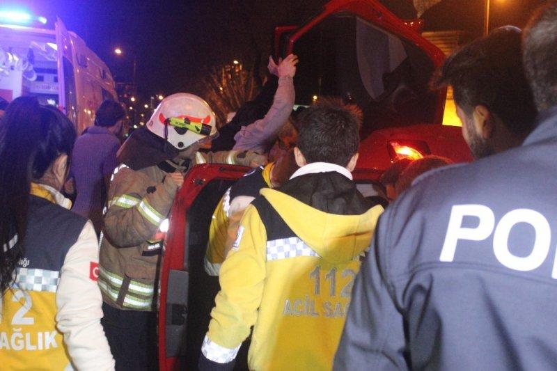 Millet Caddesinde trafik kazası: 3 yaralı