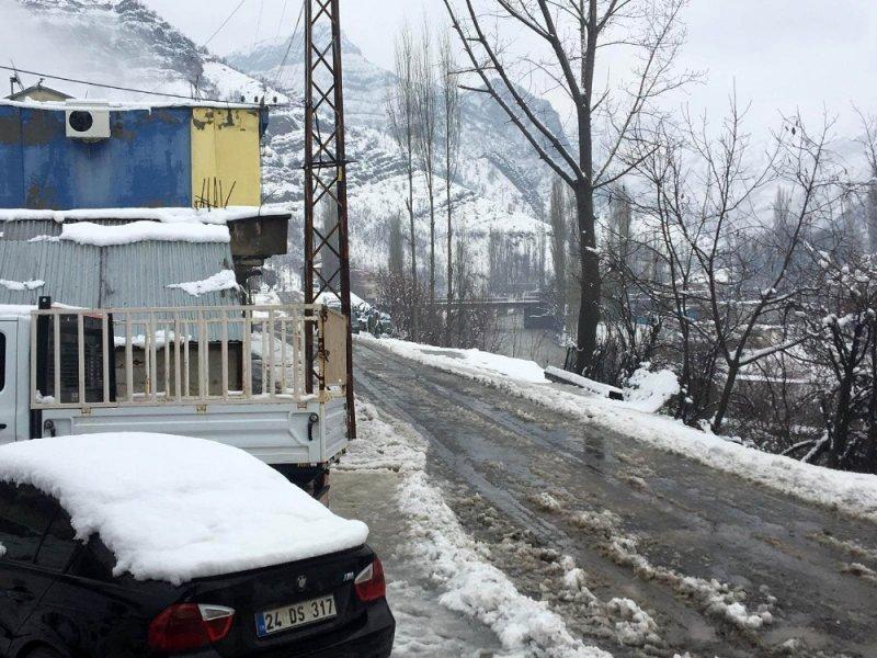 Şırnak'ta kar hayatı olumsuz etkiledi