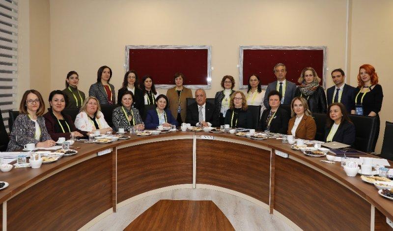 Hemşirelik Fakültelerinin dekanları Atatürk Üniversitesi'nde bir araya geldi