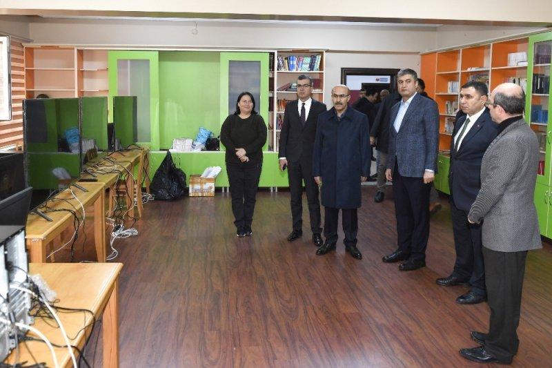 Vali Demirtaş, oy toplama merkezlerinde incelemelerde bulundu