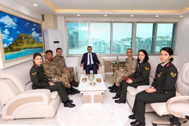 Jandarmadan İpekyolu Belediye Başkan Vekili Öztürk'e teşekkür ziyareti
