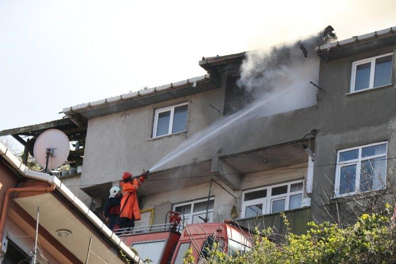 Kozlu'da yangında ev kullanılamaz hale geldi