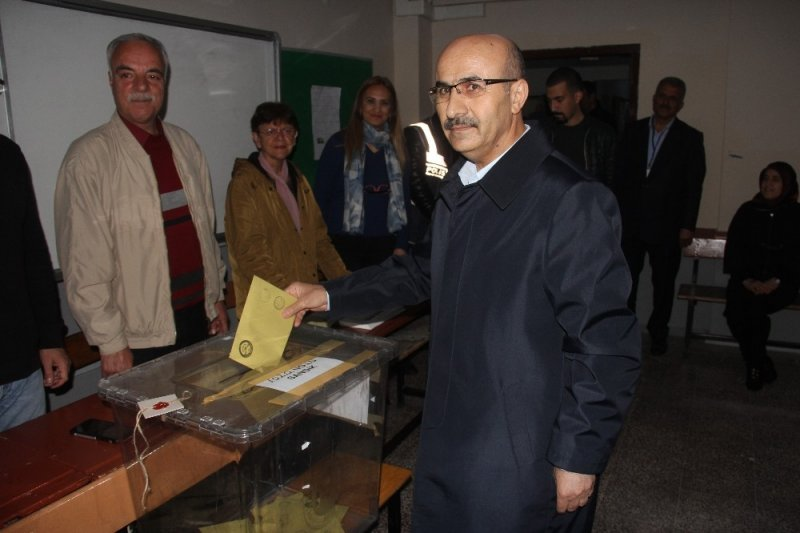 Adana Valisi Demirtaş oyunu kullandı