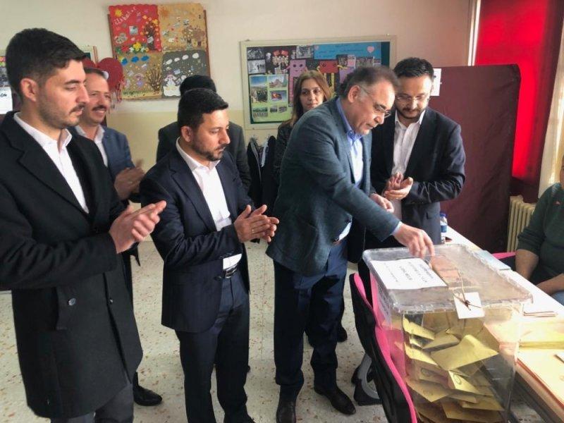 AK Parti Nevşehir milletvekili Menekşe oyunu kullandı