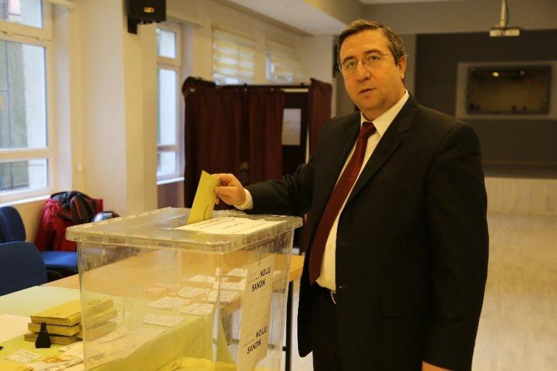 Artvin'de oy kullanma işlemi başladı