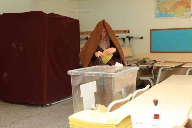 Bayburt'ta oy kullanma işlemi devam ediyor