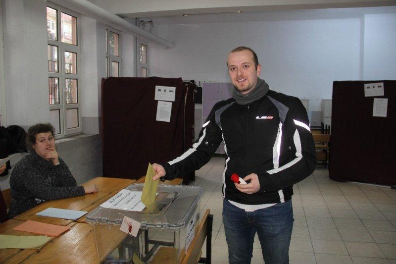 Çanakkale'de oy kullanılmaya başlandı