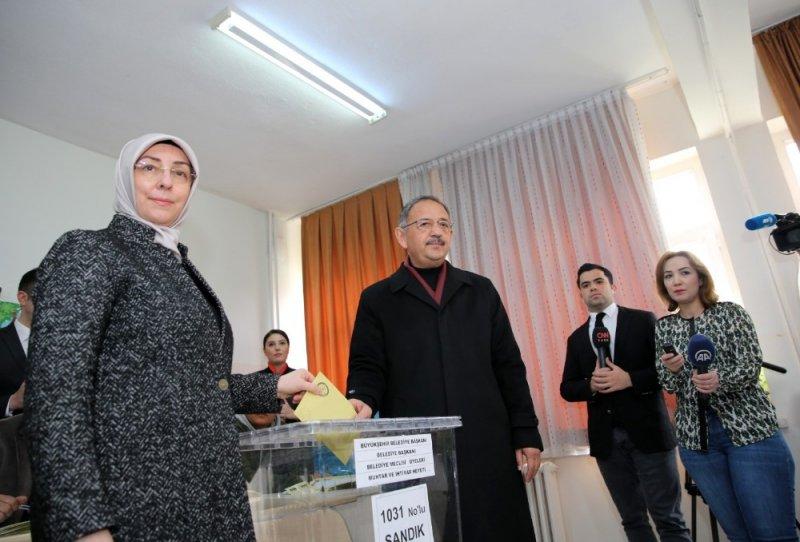 AK Partili Mehmet Özhaseki, Sofuoğlu İlkokulu'nda oyunu kullandı