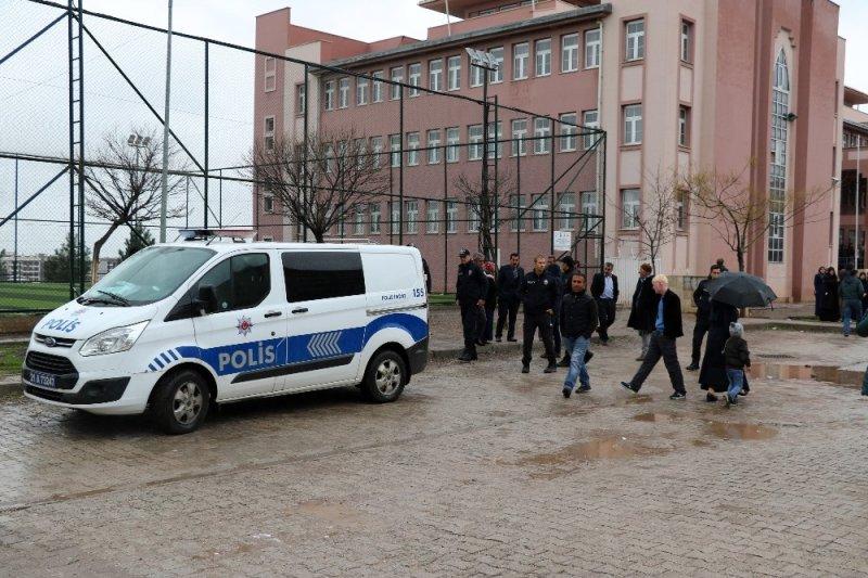 Diyarbakır'da muhtar adayları arasında kavga: 2 yaralı