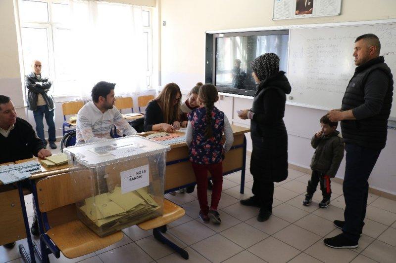 Edirne'de oy verme işlemleri devam ediyor