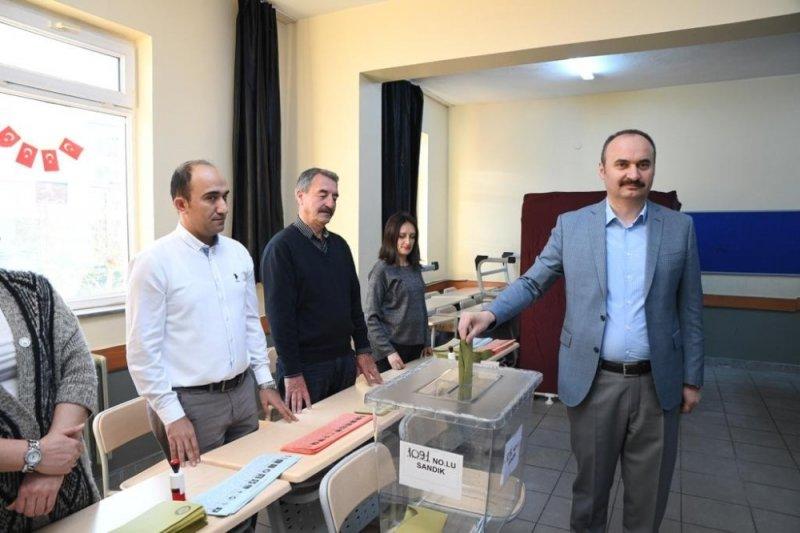 Edirne'de oy verme işlemi başladı