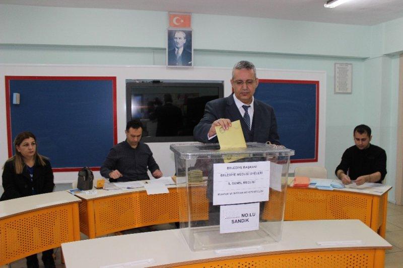 Erzincan'da oy verme işlemi başladı