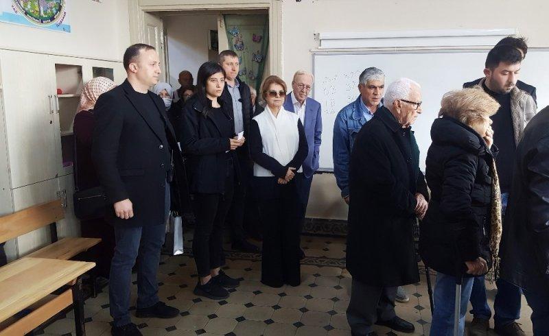 Eski Başbakan Tansu Çiller, oyunu Sarıyer'de kullandı