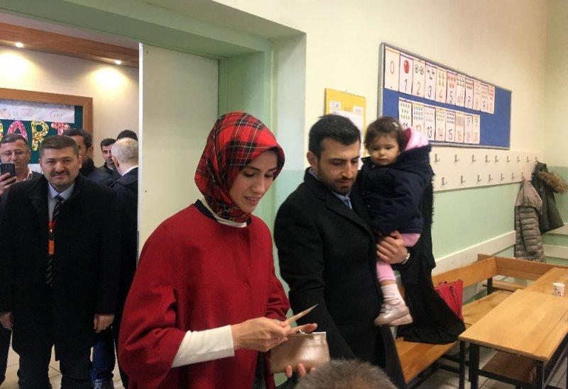 Selçuk Bayraktar ve Sümeyye Erdoğan Bayraktar oylarını kullandı