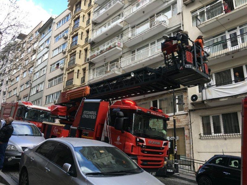 İstanbul'un ünlü semtinde yangın paniği