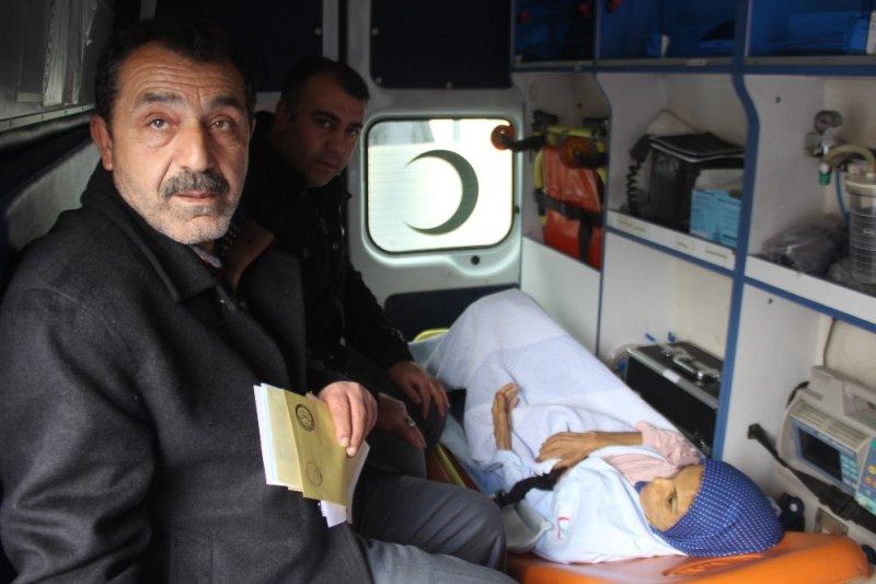 Hastalar 112 ambulansları sayesinde oy kullanabildi