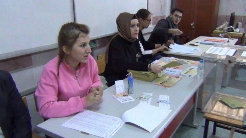 Kırıkkale'de seçmenler oy kullanmaya başladı