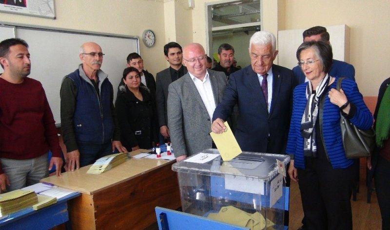 Muğla'da adaylar oylarını kullandı