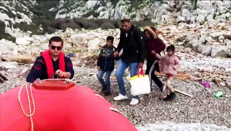 Mülteciler mahsur kaldı, Sahil Güvenlik kurtardı