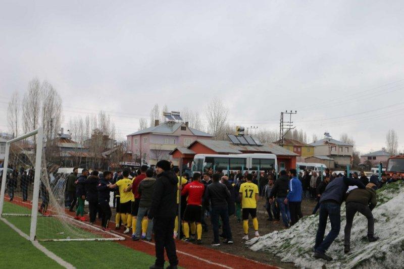 Varto Spor-Muş Spor maçında kavga çıktı