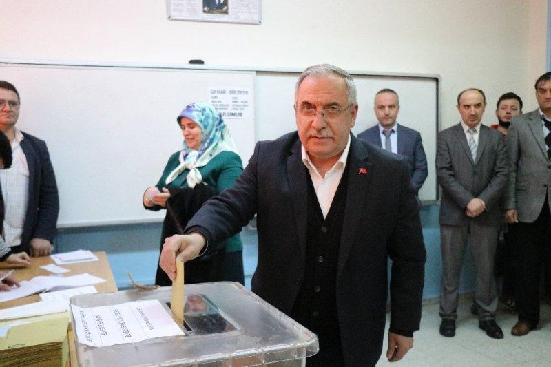 Vali Ahmet Hamdi Nayir oyunu kullandı