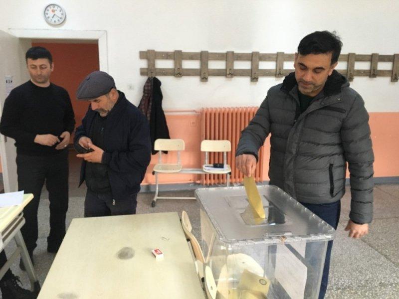 Trabzon'da oy verme başladı