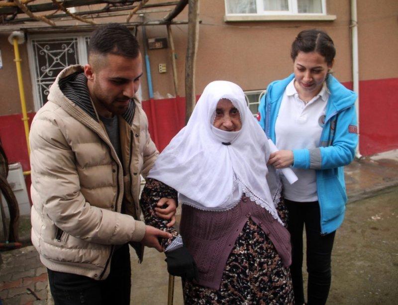 Elazığ'da hasta ve engelliler sandığa taşındı