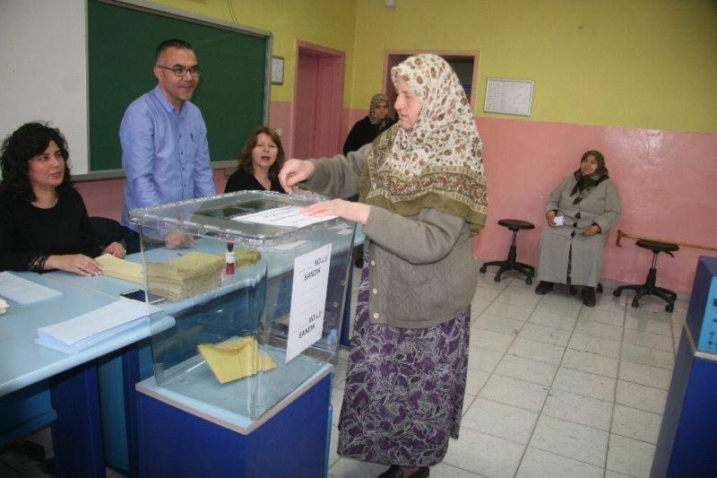 Denizli'de oy kullanma işlemi başladı