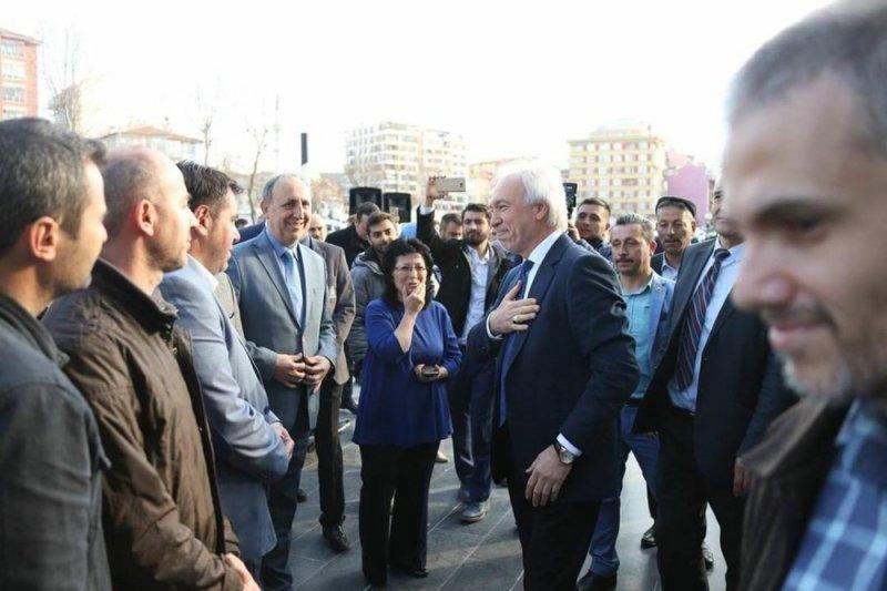 Belediye personelinden Başkan Saraçoğlu'na duygusal veda