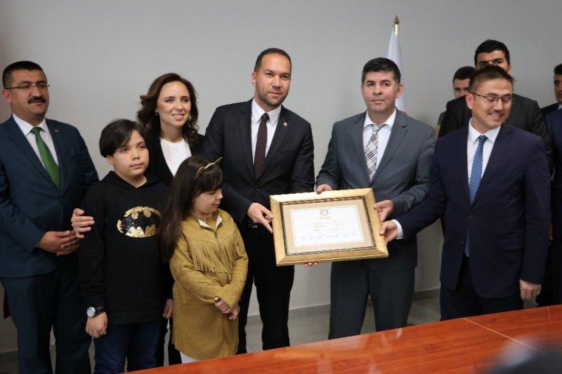 Niğde Belediye Başkanı Emrah Özdemir görevine başladı