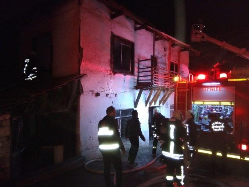 Deprem bölgesinde çadırda yaşayan kadının iki katlı evi yandı