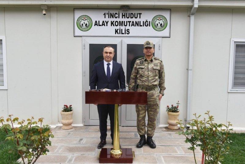 Vali Soytürk 1'inci Hudut Alayını ziyaret etti